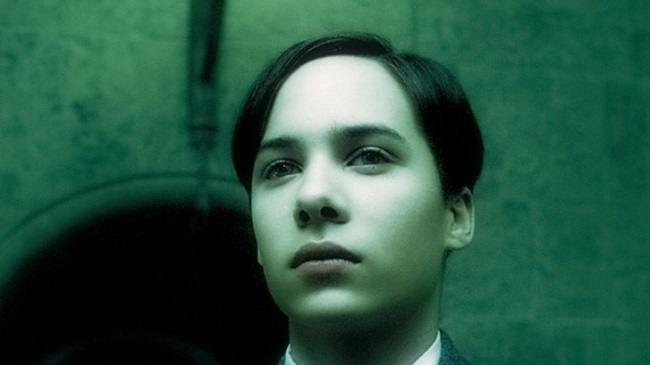 TomRiddle_WB_F6_TomRiddleSlughornMemory_Still_080615_Land