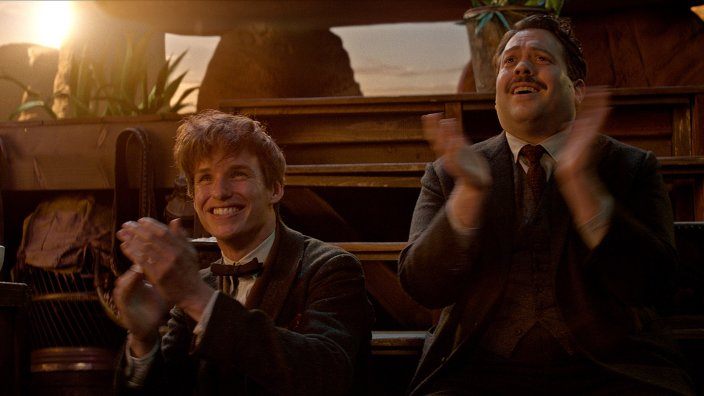 Newt_Jacob_clapping_Fantastic_Beasts_CC_Trailer