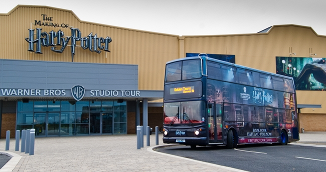 Warner-Bros-Harry-Potter-Golden-Tours-tour_bus-2