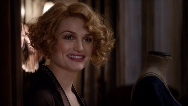queenie_smiling_fantastic_beasts_cc_trailer